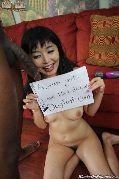 亚洲 女孩 获取 搞砸 通过 大规模的 黑色的 公鸡