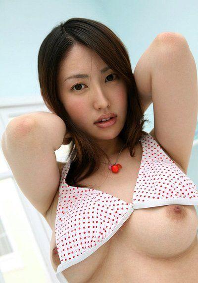 scuro Capelli Asiatico hottie Gilda Kitahara gode di in mostrando Il suo culo su FOTOCAMERA