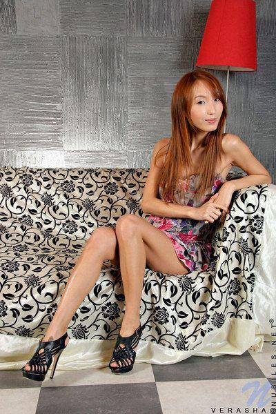 Rosso-dai capelli asiatico teen cutie verasha nubiles in Bella Breve Abito lampeggia Il suo mutandine