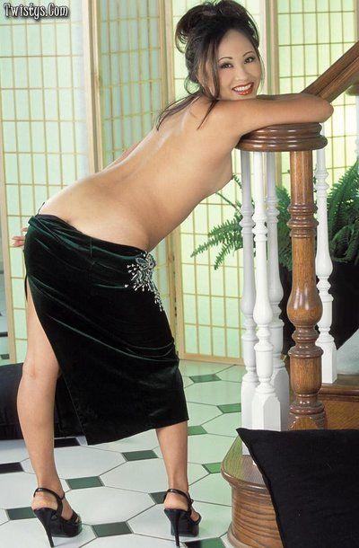 kinky ポージング から 】 アジア lisa Lin 運指 - toying 彼女の 自然 ふさふさ ビーバー
