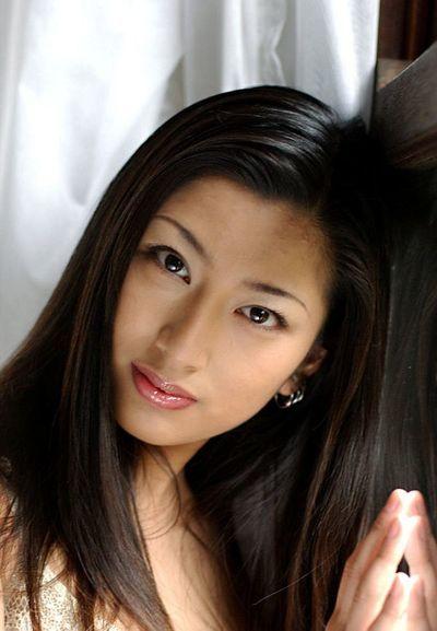الآسيوية بناتي ركض أساكاوا هو في على الأبيض الملابس الداخلية و أيضا كل عارية قبل الكاميرا