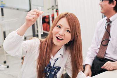 Giocoso Asiatico teen Sakamoto Hikari indossa un sexy CAMERIERE uniforme e mostra off Il suo orale Sesso competenze