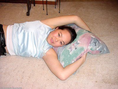 asiatische erste timer China posing Nackt Nach peeling aus Leder Hose