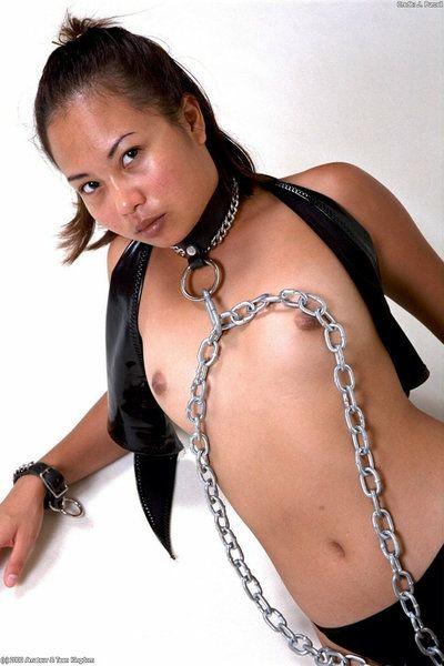 странный Азии Любительское Дженнифер моделирование в цепи и мяч отсебятина