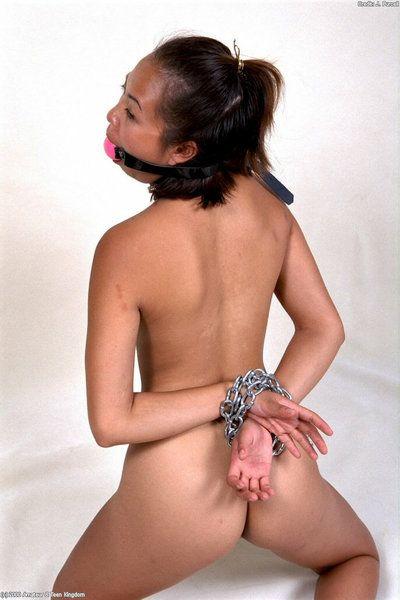 кудрявый Азии Любительское Дженнифер моделирование в цепи и мяч отсебятина