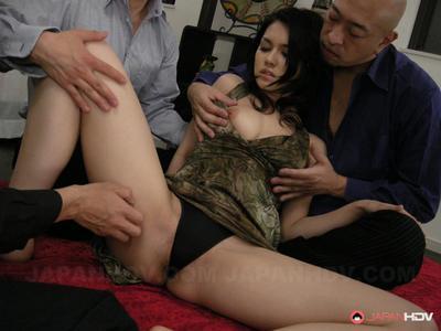 Азии чик с пушистый киска Мария озава получает стучал с Пальцы и игрушка
