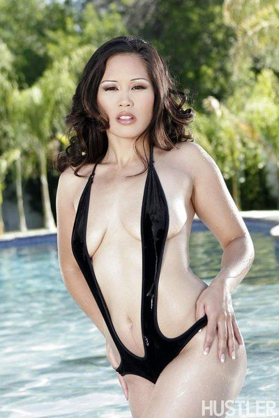Hot Asian beauty Jessica Bangkok is shaking her nude tits that pulled out of the swimsuit