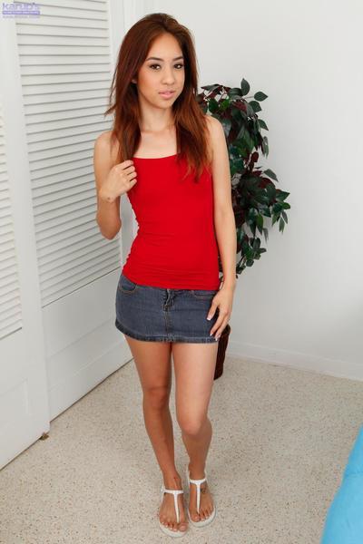 Schöner Rot Behaarte Asiatische Babe Mila Jade zeigt Ihr Kleine Titten auf webcam