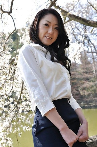 Asian milf Saeko Kojima is demonstrating her ass while outdoor