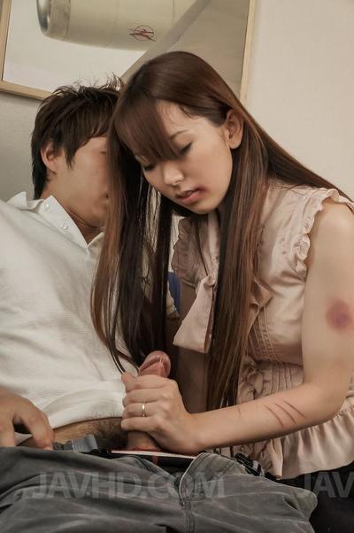 Азии Детка с Волосатые киска Юи Хатано это езда и глотание В поршень