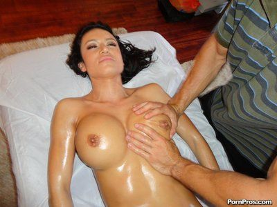 Enormous breasted dark brown bombshell Franceska Jaimes gets her oiled vagina compressed after massage