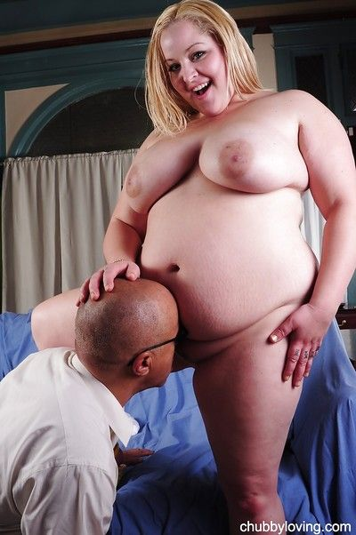 Sexy fatty with saggy big tits Star has her cum-hole licked out