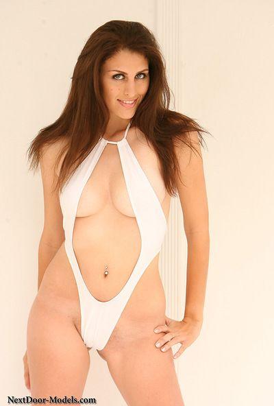 magnifique Jolie Avec massive seins frappe dans Son sensuelle solo le contenu montrer