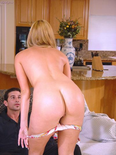 Amateur bimbo Lauren Phoenix participating in the appealing hardcore and getting roughly banged.