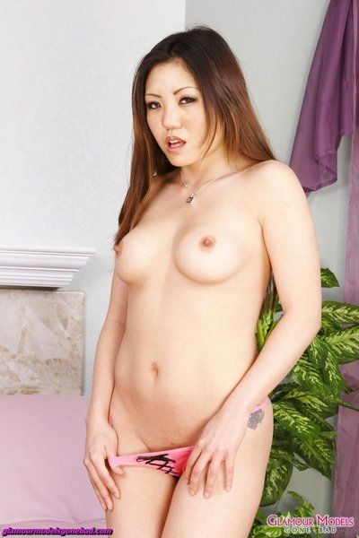 Mean Asian beauty Kaiya Lynn glides not including her clothing to make some juicy softcore porn