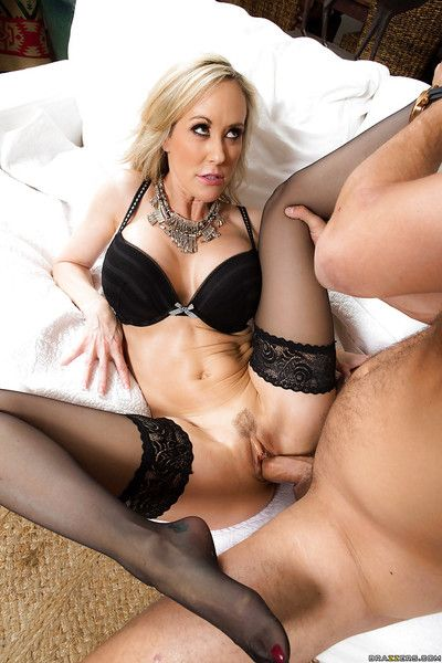 Blonde mama Brandi Love orally fixating off younger man\