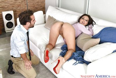 Bawdy Jynx Maze kneels to suck snake and have her anus jizzed