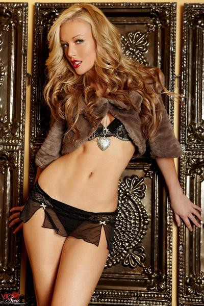 Kayden Kross is pure blonde perfection and herself showing it all off on a sofa