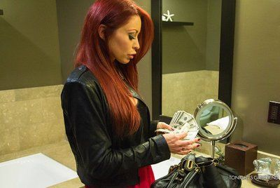 Redhead cutie Monique Alexander spreads  legs and accepts 10-Pounder so deeply in cunt