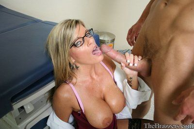 Spectacled female doctor Kristal Summers seduces passive with her massive boobs