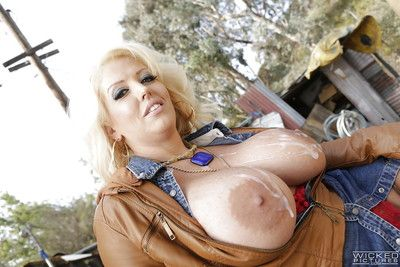 Titsy older pornstar Alura Jackson orally fixating off a huge stick outdoors