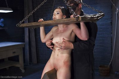 Brunette bombita Amy Faye fixed firmly up in and bind for whipping of shaved cage of love