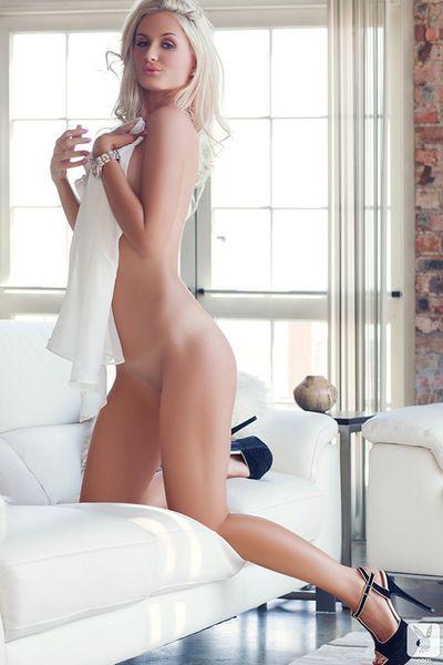 Boobsy блондинка Пума показывает офф ее пухлые Мех пирог в Увлекательный соло показать