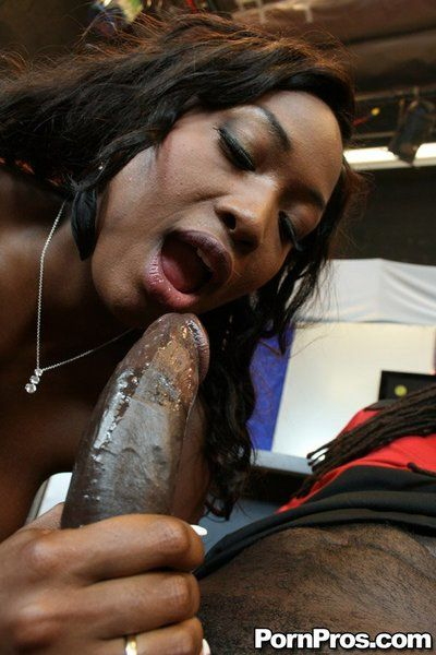 Large butted black hotty Aryana Starr deepthroats the stick and gets hardly owned