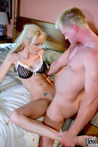 Tight uterus and hungry throat of blonde Jessica Drake taking the constricted dick inside