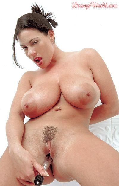 Buxom MILF solo girl Linsey Dawn McKenzie toying  uterus in bathtub
