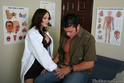 Malicious doctor Kinzie Kenner is dirt satisfactorily to propose her meek fucking action instead of medicine