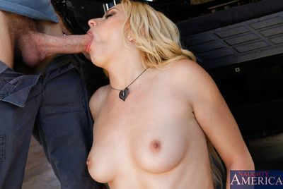 Advisable vixen Lexi Belle Working up piston and making it produce the unpracticed sperm