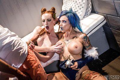 Glamour milfs Anna et Katy inviter Un collant goujon pour Un hardcore cosplay Sexe loi