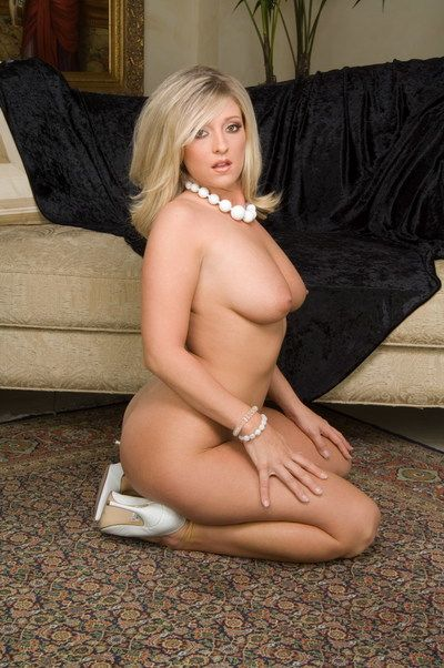 The pleasing fairy pretty Carmen Kinsley shows she\