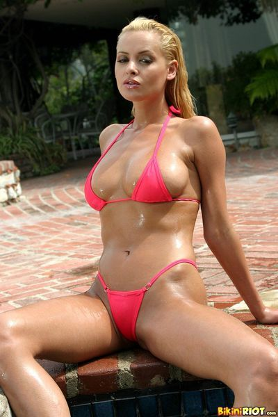 Big titted european pretty Zdenka Podkapova stripped off exclusive of her red bikini in the obtainable air