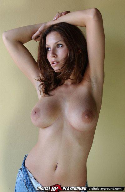 Braun Behaarte Jamie Lynn zeigt aus Ihr gigantisch formschöne Stoßstangen und berührt Ihr glatt cumhole