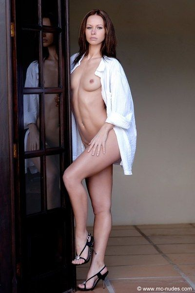 Though Susana Spears is wearing a white shirt it doesn't hide her nudity from us