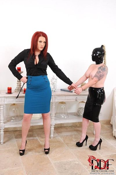 Skirt attired kink enthusiasts hit and tomcat bottoms in S&m scene