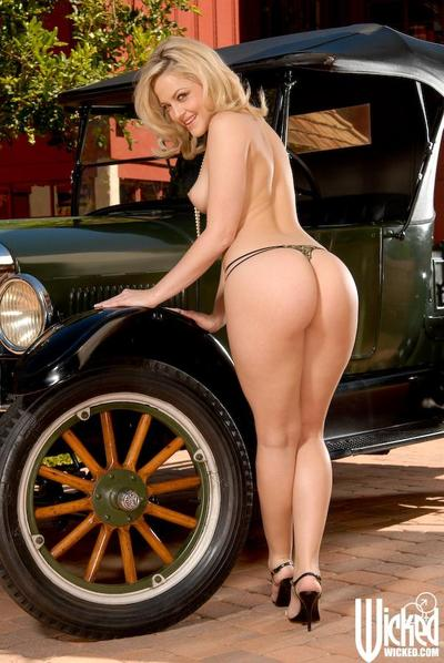 Blonde babe with luxurious body shapes Alexis Texas poses in tiny bikini and without it