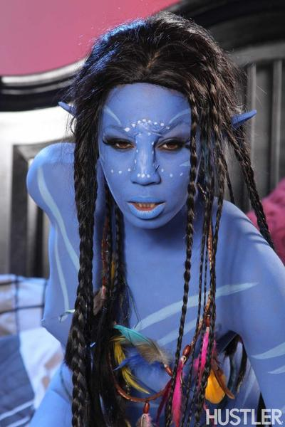 Misty Stone is a black girl who looks like a babe from Avatar, the movie.