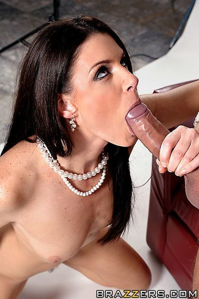 Sexy milf model India Summer gets her pussy penetrated after posing naked