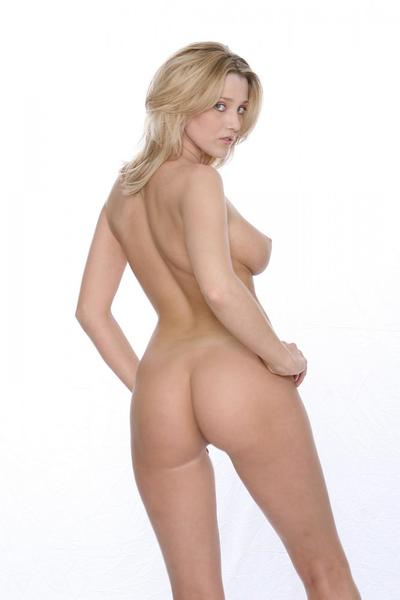 This is the nice and perfectly shaped Carli Banks that is demonstrating her body naked