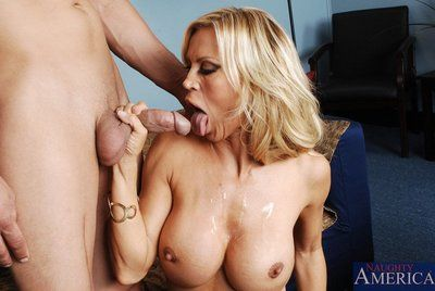 The bosomy milf Amber Lynn skillfully works guy up with mouth and pussy and gets the cum shot