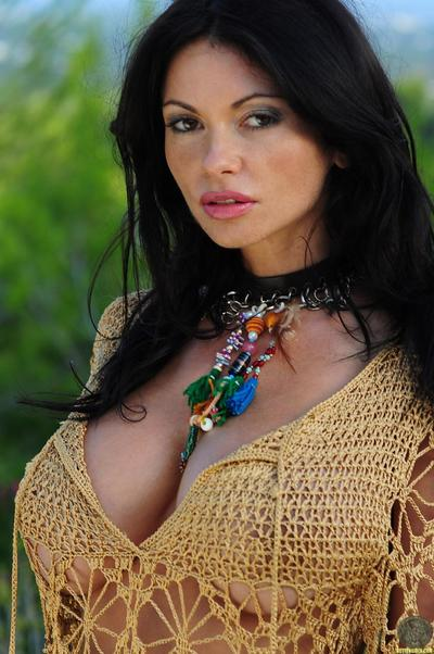 Huge titted Veronica Zemanova gets naked and does some modeling in the doorway