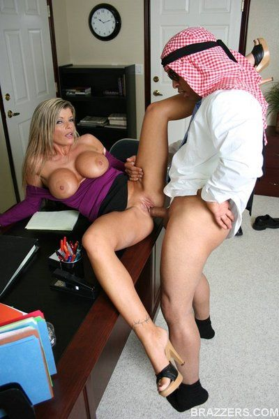 Big titted sexpot Kristal Summers tries hard putting out for foreign man