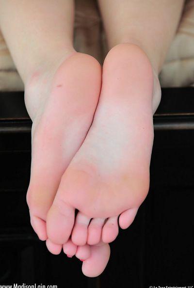 seksi sarışın kızdırdığı ile onu seksi Ayak Süre elde çıplak ve azgın