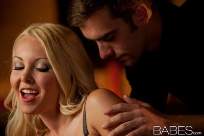 Lovely blonde is horny and ready to amaze in hardcore porn scene