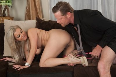 Blonde MILF Alana Luv drips sperm from bald cunt after riding big dick