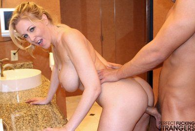 busty milf porno Julia Ann var her zaman hazır için var İğrenç oral seks