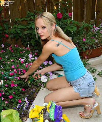 Salacious teen Faye Runaway is playing with implement in front of the guy's eyes